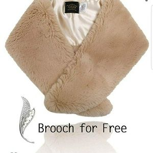 Faux Fur Collar with Free Brooch Women's